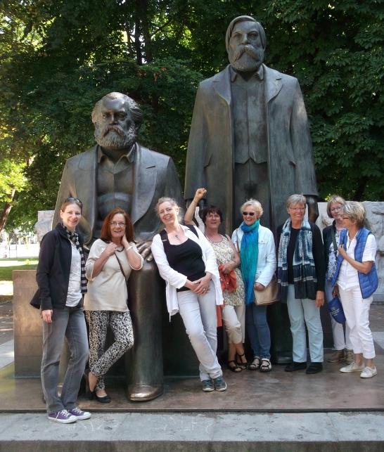 Marx und Engels und 8Frauen